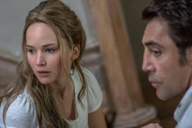 Jennifer Lawrence en Javier Bardem in Mother! Beeld
