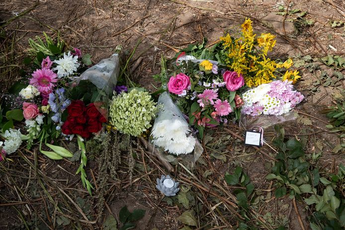 Bloemen op de plek van het ongeluk.