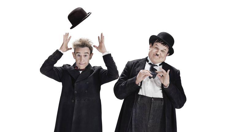 Steve Coogan als de Dunne en John C. Reilly als de Dikke in Stan & Ollie. Hun herkenbare look deed hen op elkaar lijken en zette tegelijk de contrasten tussen hen in de verf.  Beeld RV