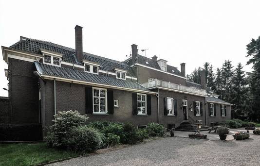 De orangerie van Enghuizen in Hummelo. Hier belde de politie 16 april 1952 in alle vroegte aan.