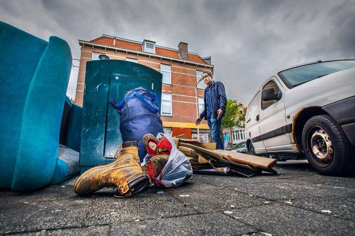 De straten in Transvaal zijn smerig. Oud-buurtvader Iwan Rosiek ergert zich kapot. Hij kan de verpaupering van de wijk niet meer aanzien.