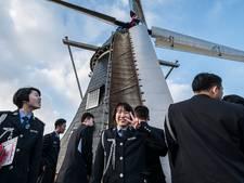 Muzikanten Excelsior Winterswijk met instrumenten naar China