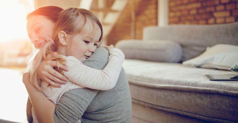 Waarom je kinderen niet moet dwingen om kusjes en knuffels for Waarom kussen mensen