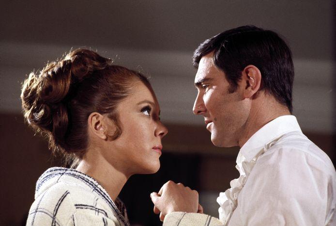 Diana Rigg (Tracy de Vicenzo) - George Lazenby (James Bond) in