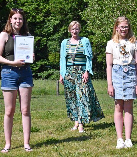 Lize (9) maakt wenskaartjes en Elif (14) strijdt tegen pesten: jonge helden geëerd