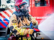 Brandweer laat leegstaand huis in Thesinge uitbranden: onbekend of er personen waren