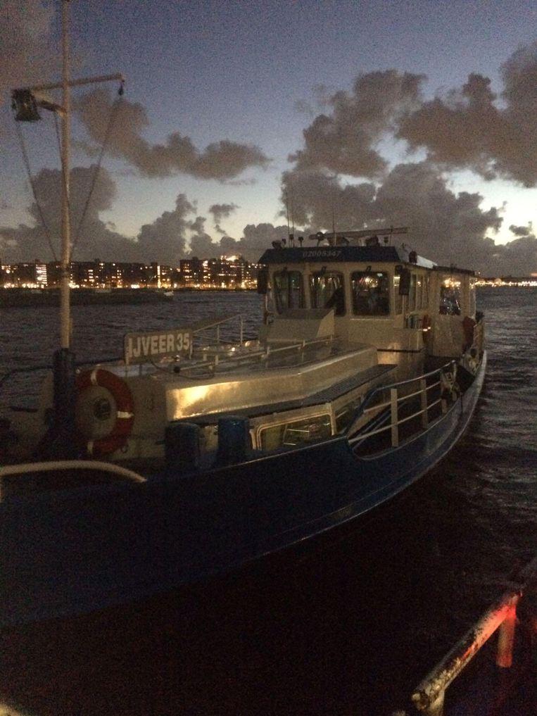 De boot die de pont kwam helpen Beeld Hanna Bijl