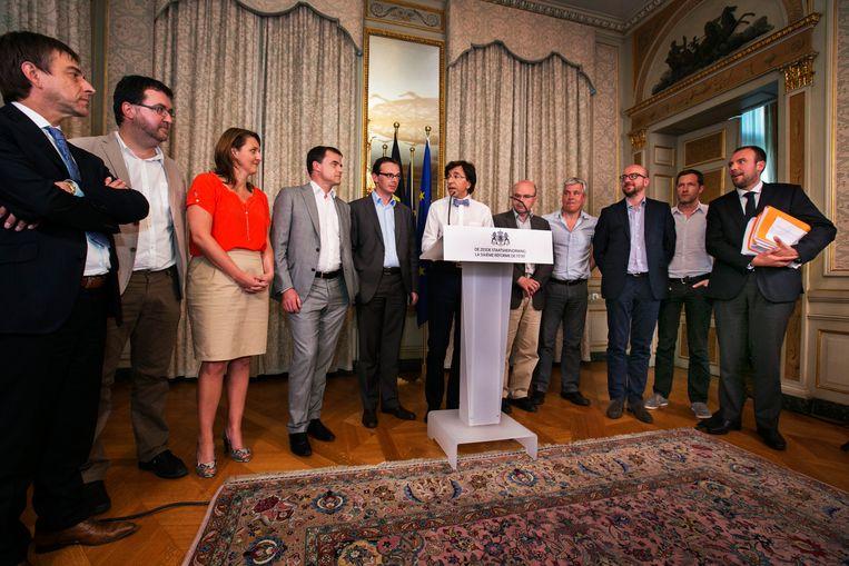 Elio Di Rupo en zijn collega's presenteren de zesde staatshervorming, eind 2011. Beeld Tim Dirven