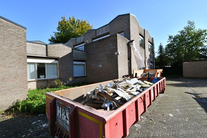 De verbouwing van het pand van de RIBW aan de Steenmeijerstraat is stilgelegd.