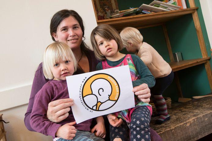 Borstvoeding in horeca. Marjolein Vos wil dat er meer zaken zijn waar vrouwen borstvoeding kunnen geven aan hun kinderen.