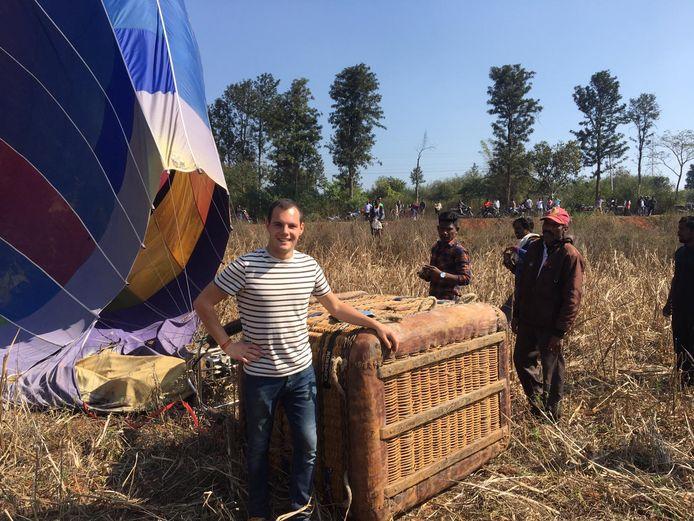 Stijn De Wulf bij de luchtballon in India.