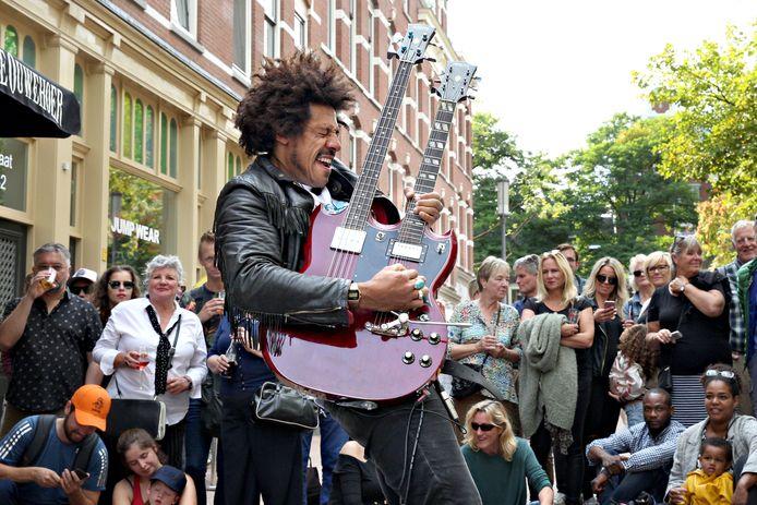 De 'Britse Jimi Hendrix' stal vorig jaar de show op het Busker Festival.
