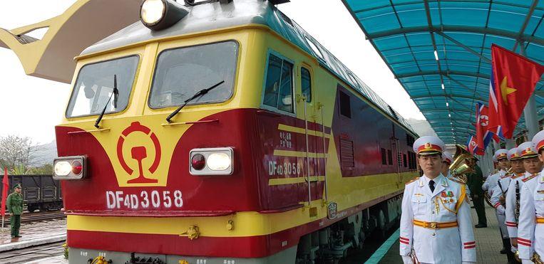 De trein met Kim Jong-un aan boord arriveert bij station Dong Dang. Beeld EPA