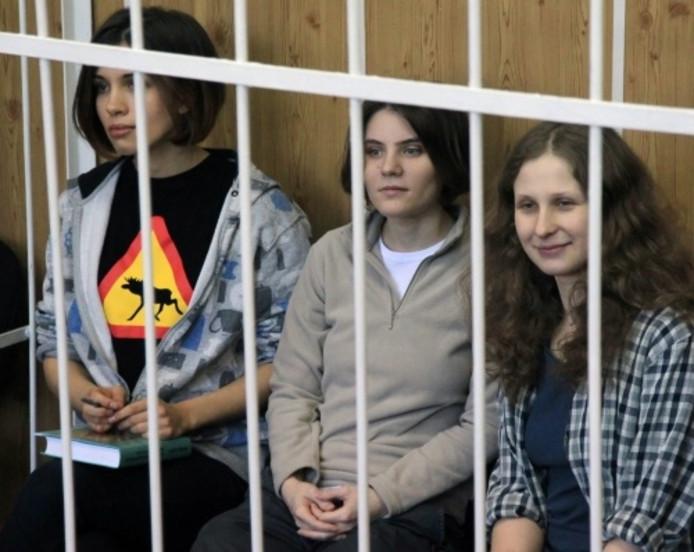 De bandleden van Pussy Riot ten tijde van hun gevangenschap in 2013.