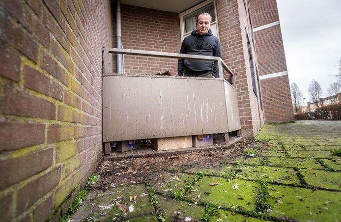 Eindhoven Samir Hermiz heeft erg veel last van duiven boven zijn appartement in Eindhoven.