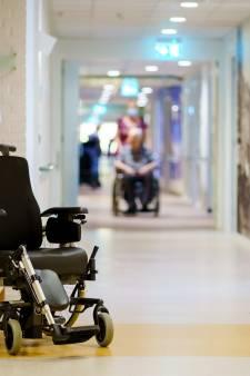 Opname in het verpleeghuis. Zo lang mogelijk uitstellen of juist tijdig op de wachtlijst?