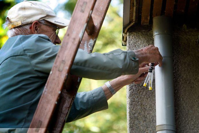 Luchtkwaliteit meten kan met sensoren of buisjes (foto).