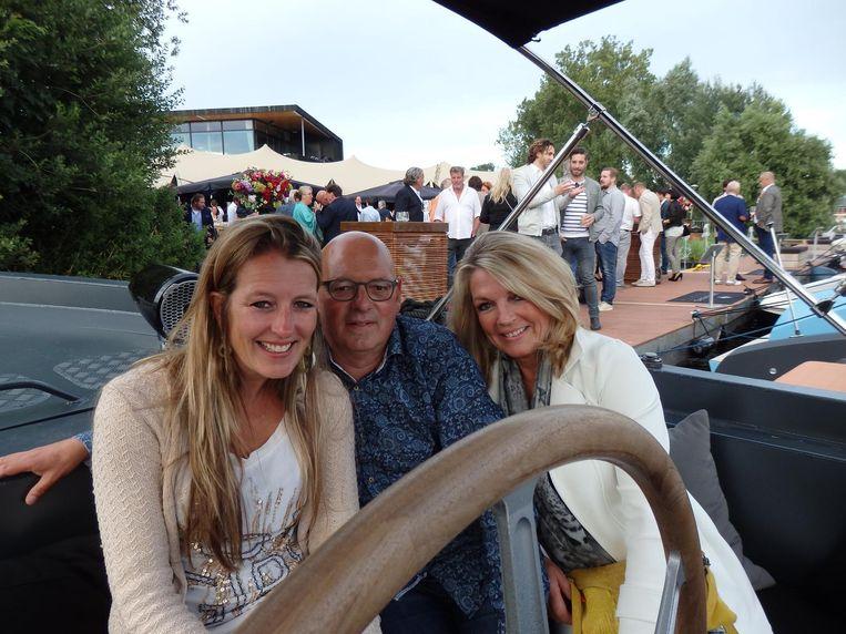 Op de Water Dream van Bernard jr: Daniëlle van Rooijen (Private Taylor), Lex Sluyter (Navilex) en Carla Sluyter, die bedacht hoe een vrouw alleen haar rits kan sluiten. Patent in 2017. Beeld Schuim