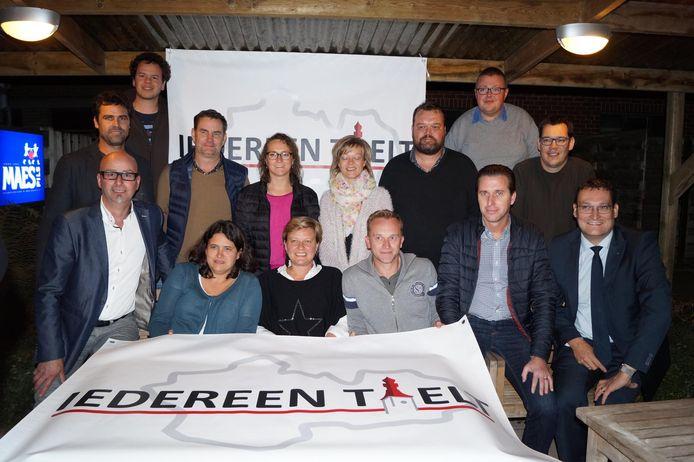Een foto uit 2016 met de leden van de toen gloednieuwe politieke partij 'Iedereen Tielt'. Claude Taelman staat vooraan, uiterst links.