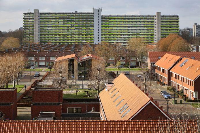 BREDA - Hoge Vucht. Geeren-Zuid met de grote flat aan de Jan Darkennisstraat.