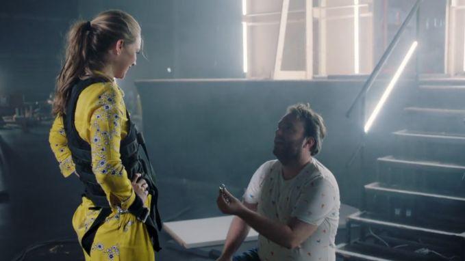"""Jens Dendoncker gaat op één knie voor zijn Lauren: """"Wil jij met mij... nog veel banken overvallen?"""""""