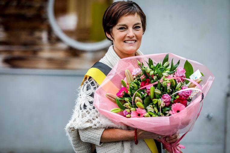 Carole Himpens kreeg een mooi boeket tijdens de inhuldiging van De Buidel.