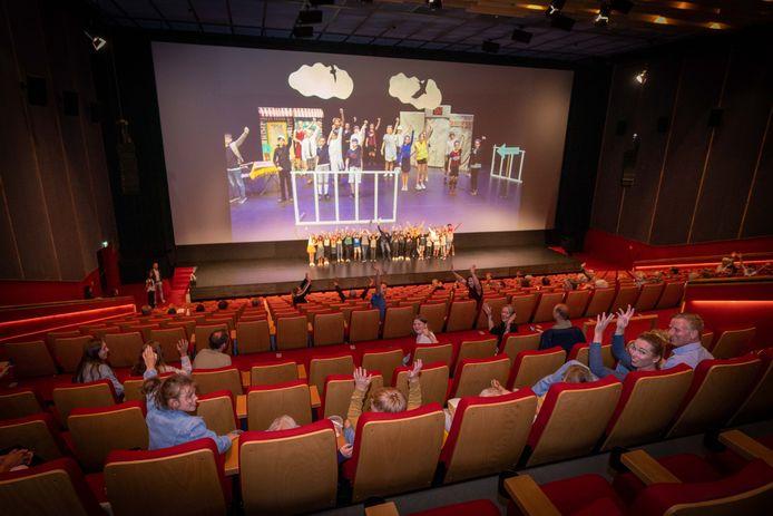 De groepen 8 van de Arnhemse basisschool De Boomhut maakten vorig jaar een film van hun musical. Alles was anders dan normaal, door de coronamaatregelen.