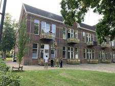 Brandweer haalt moeder en kind van balkon in Terborg