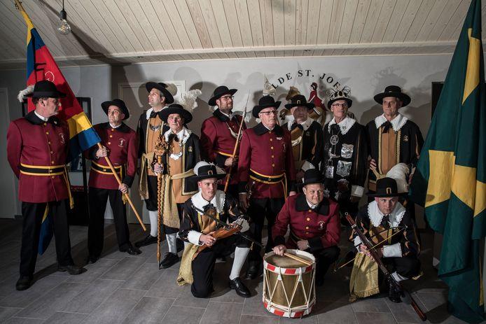 Leden van het gilde St. Joris uit Middelbeers en St. Sebastiaan uit Westelbeers vieren samen het verbroederingsfeest