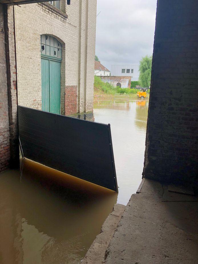 Ook op de erfgoedsite Catala in Huizingen was er wateroverlast.