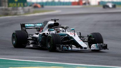 Hamilton grijpt op kletsnatte wegen polepositie in GP van Hongarije, Vandoorne vertrekt vanop zestiende stek