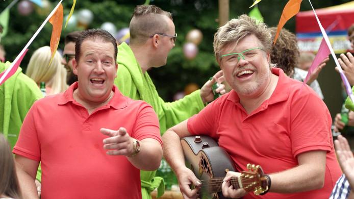 Stef Ekkel en Rene Karst staan met hun hit 'Liever te dik in de kist (dan een feestje gemist)' op nummer 14 in de Zomerse 50.