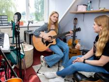 Aurelia Dekker (17) is altijd bezig met muziek: 'Ik schrijf ook zelf liedjes!'