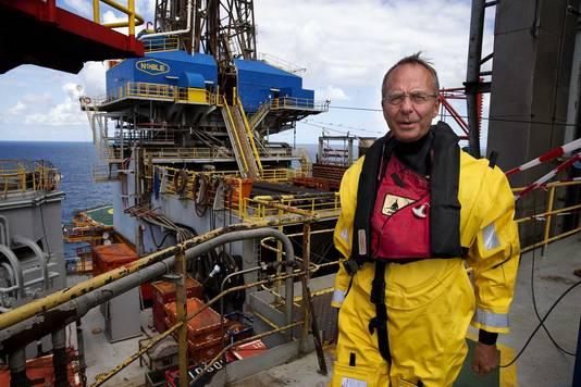 Minister Kamp tijdens een bezoek aan een Noordzee-boorplatform in 2013