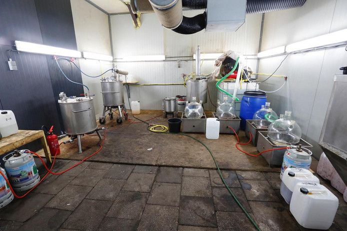 Mega drugslab in loods in Leende