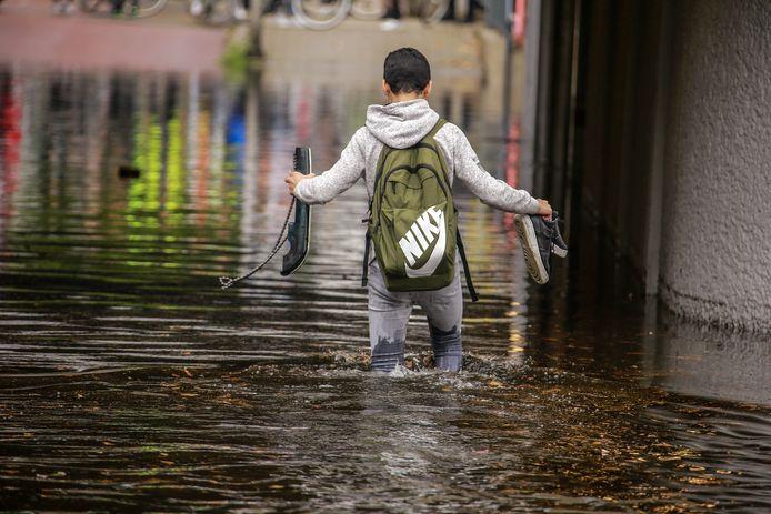 Voor het voorbereiden op klimaatverandering, en hevige regenval die daarmee gepaard kan gaan (zoals op deze foto in de Geintunnel bij station Schothorst), heeft Amersfoort nauwelijks nog geld.