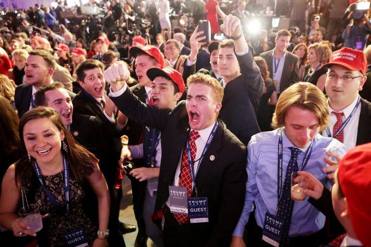 Trump-aanhangers tijdens zijn campagne-evenement in New York. Beeld getty