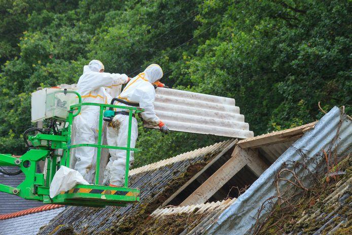 In Rijssen-Holten en Wierden is een project op komst om het saneren van grotere asbestdaken te stimuleren.
