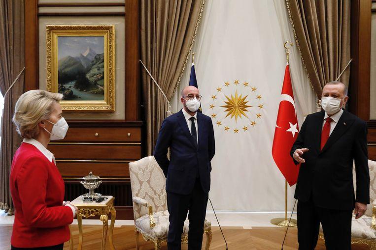 Commissievoorzitter Ursula Von der Leyen, EU-president Charles Michel en Turks president Recep Tayyip Erdogan in Ankara. Beeld ZUMA Press