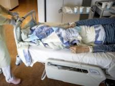 Coronacijfers willen maar niet omlaag: 'Versoepelingen bekijken we met zeer grote zorg'