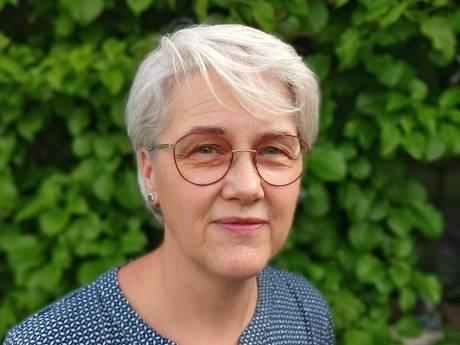 Mieke (62) krijgt eindelijk haar vaccinatie-oproep, maar is toch in tranen: 'Zo lang gewacht en dan dit'