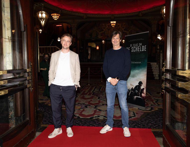 Tom Felton en regisseur Matthijs van Heijningen. Beeld Lin Woldendorp