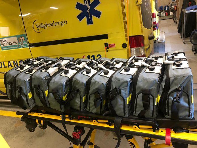 Deze beademingsapparaten worden normaal gebruikt in ambulances. Veiligheidsregio Gelderland-Zuid stelt ze tijdens de coronacrisis beschikbaar aan ziekenhuizen.