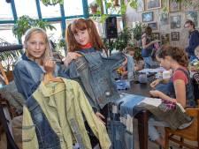 Serafina (11) en Meike (13) uit Zwolle zijn jong én activistisch: 'Ik wil mijn hele leven geen nieuwe kleren meer kopen'