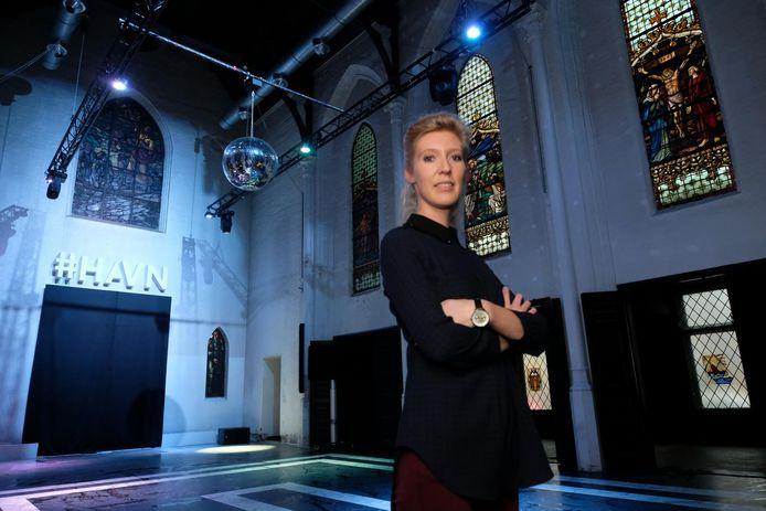 Kim Van der Heyden in de HAVN Church in Antwerpen, een van de locaties waar de opleiding plaatsvindt.