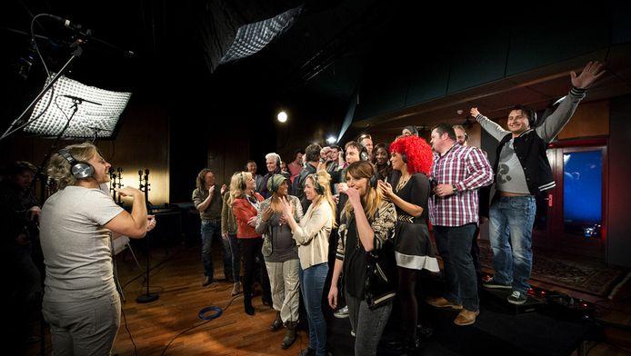 Artiesten zingen het Koningslied