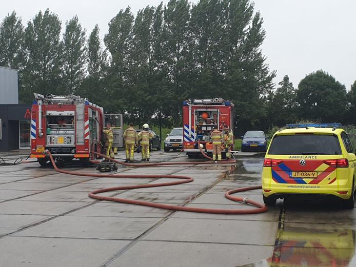 Hulpdiensten bij Arva Specerijen in Wijhe na een stofexplosie.