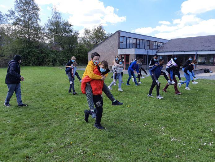 De leerlingen konden zich uitleven tijdens workshops voor de Dag van de Veiligheid in het Atheneum in Denderleeuw.