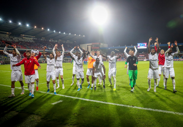La Gantoise et l'Antwerp sont à une marche de disputer l'Europa League. Les Buffalos ont validé leur ticket pour les barrages en s'imposant (3-0) face à Larnaca. Pour l'Antwerp, la mission a été beaucoup plus délicate contre Plzen. À dix contre onze, la formation de Laszlo Bölöni est parvenue à arracher la qualification lors des prolongations sur un but de Dieumerci Mbokani. Malgré sa défaite (2-1), le Great Old élimine les Tchèques grâce à la règle des buts à l'extérieur.