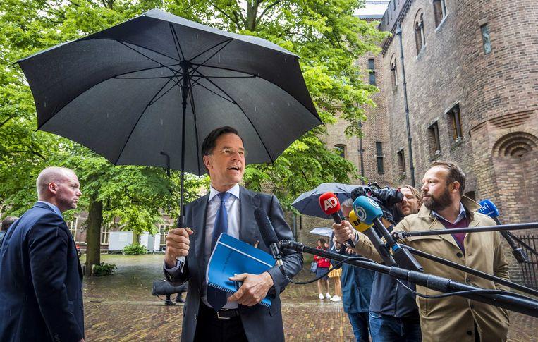Demissionair premier Mark Rutte staat de pers te woord na afloop van een gesprek met informateur Mariette Hamer. Beeld ANP